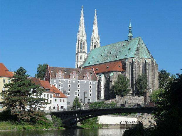 800px-Altstadtbrücke_und_Peterskirche_in_Görlitz