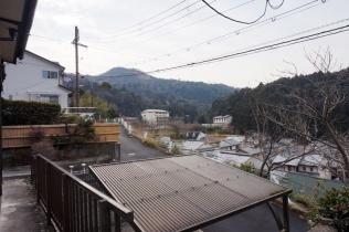 Umgebung vor unserer Ferienwohnung mit Blick auf die Berge