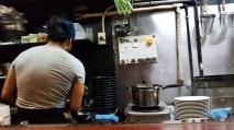 Der Koch des Sobas bei der Arbeit