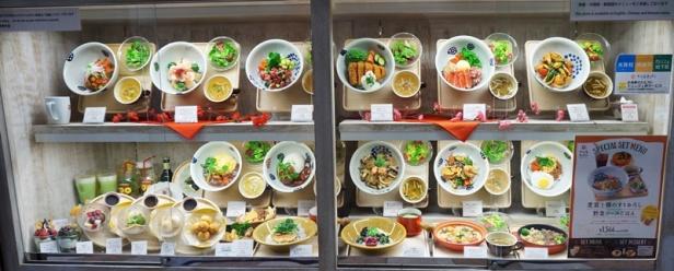 Essensnachbildungen im Schaufenster