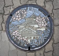 Gullideckel in Osaka zum Schloss