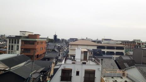Blick aus dem Zugfenster auf Kyoto