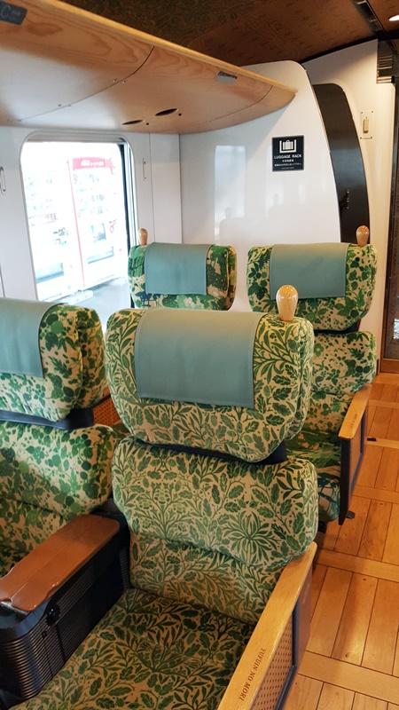 Wunderschöne Sitzbezüge im Yufuin no Mori.